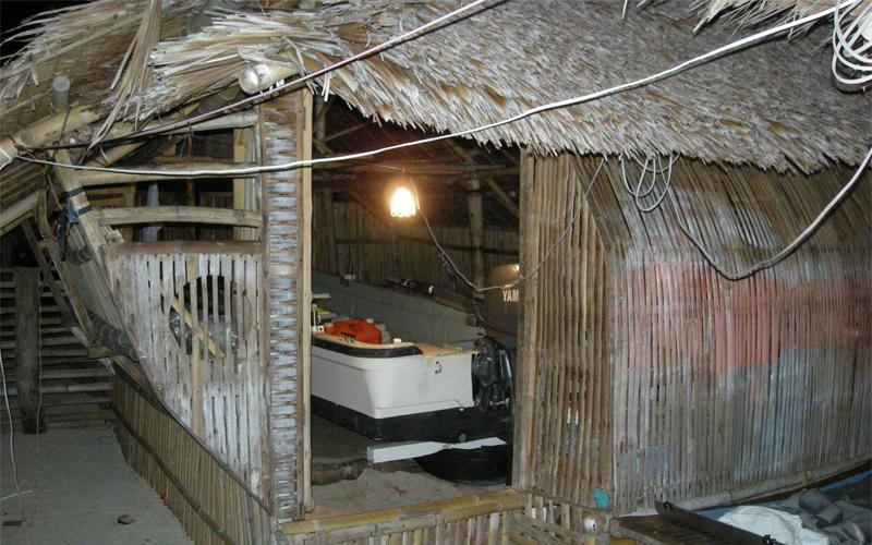 海外 フィリピン セブ島近くの島 屋根付き艇庫保管 ヤマハ モーターボート 40馬力 フィリピン現地お引き渡し_画像9