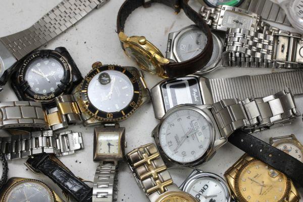 ■ ジャンク カシオ ワイヤード ゲス ファッション時計 クウォーツ 時計 まとめて 43個セット ■_画像2