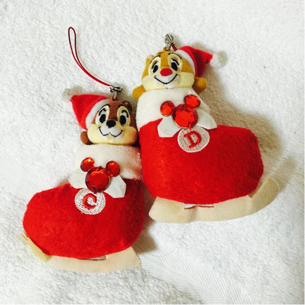 ディズニーランド クリスマス ファンタジー チップとデール ぬいぐるみ チャーム チップ&デール ぬいぐるみバッジ マスコット ディズニーグッズの画像