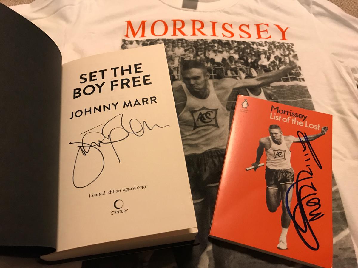 【超貴重】The Smiths ザ・スミス Morrissey モリッシー Johnny Marr ジョニー・マー 洋書 直筆サイン本 セット + 限定Tシャツ 未着用M