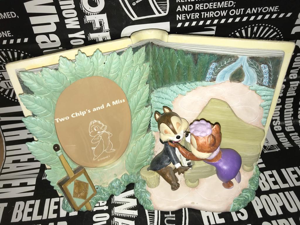 ☆ディズニー two chips and a miss リス君は歌姫がお好き フォトフレーム 限定品 チップ&デール 陶器 book セトクラフト2001 可愛い ディズニーグッズの画像