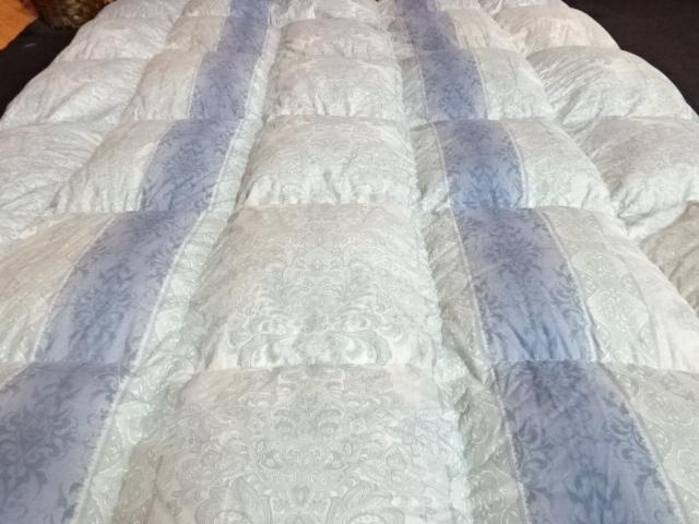 送料無料 西川 ハンガリー産ホワイトグース 羽毛布団 シングルサイズ 展示品_画像3