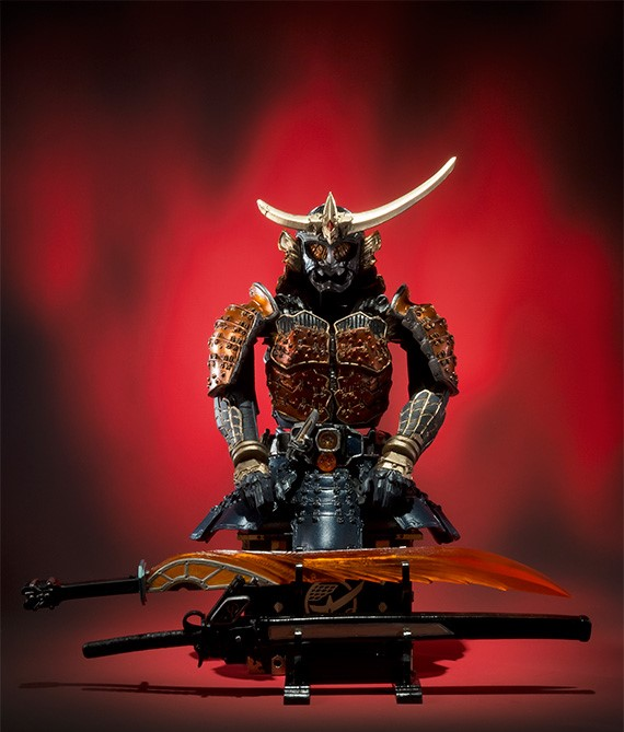(●V●)S.I.C. 仮面ライダー鎧武 オレンジアームズ_付属の台座で甲冑のようにディスプレイ