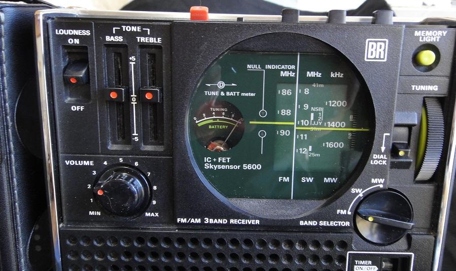 ★ SONY ICF-5600 FM/AM (FM.SW.MW) 3BAND RECEIVER. 【中古品】_画像5