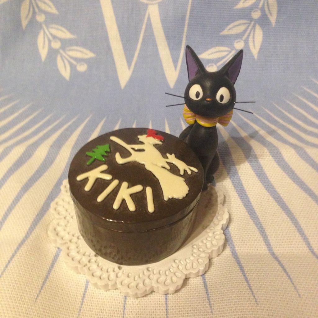 即決!魔女の宅急便 アクセサリーケース キキのチョコケーキシリーズ ジジ_画像1