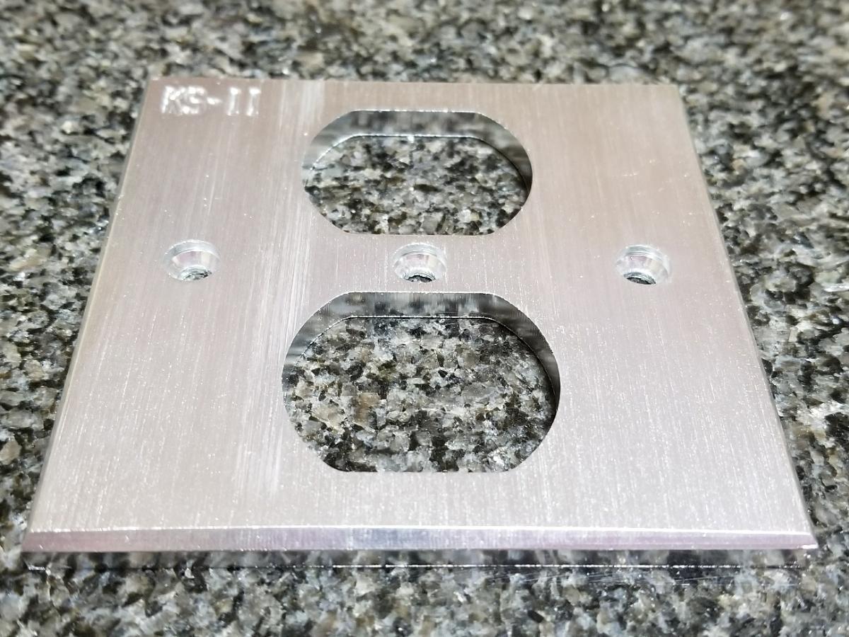 シルバー コンセントプレート コンセントカバー アルミ削り出し 5mm厚 ハイエンド仕様 B級品 自作電源ケーブル