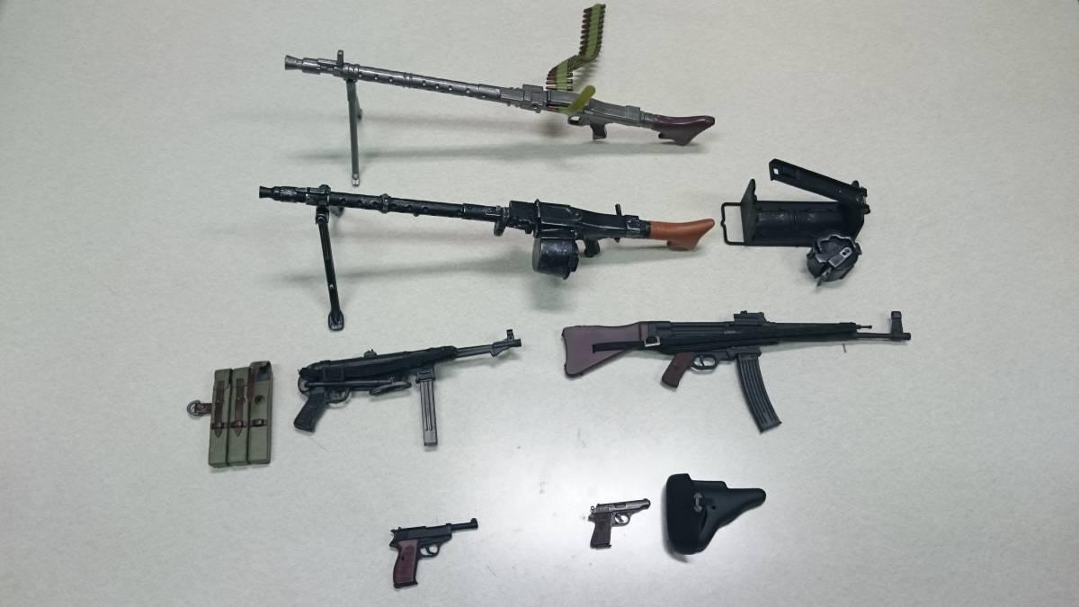 即決 ドラゴン 1/6 WWⅡ ドイツ軍 MP40、MP44(StG44)、ワルサー P-38、 PPK、MG42 計6丁セット_画像1