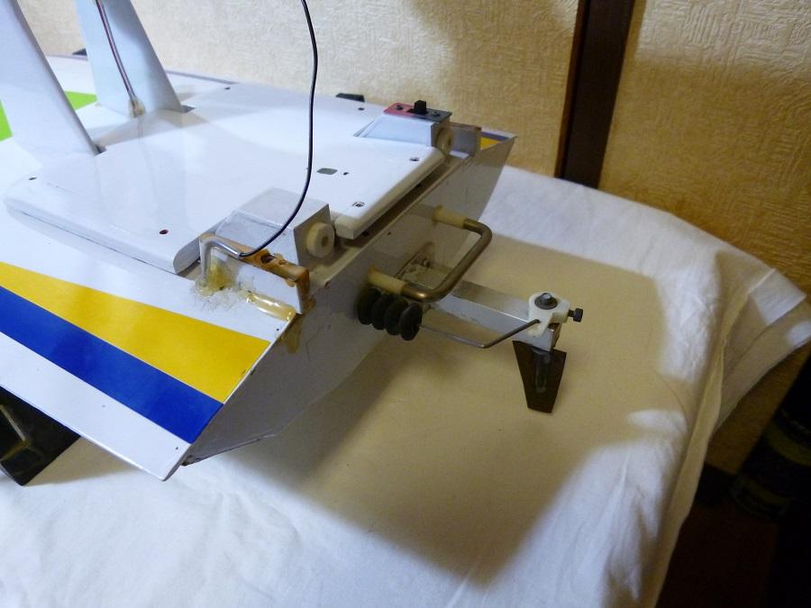 ラジコン式エンジンボート メーカー/型式不明 ジャンク品_画像3