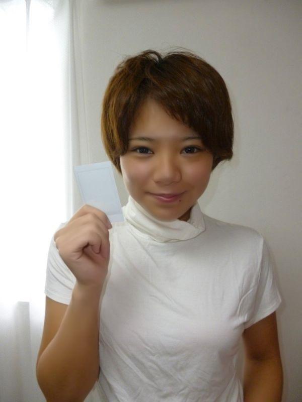 【仙條愛実】赤茶色Tシャツ&花柄パレオ着用チェキ1枚