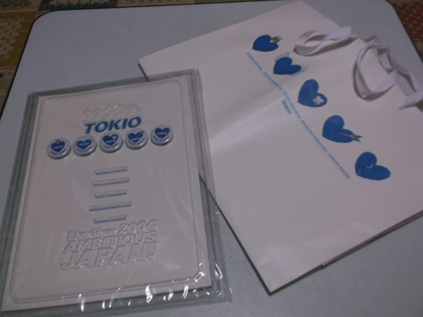 ▽ TOKIO トキオ 【 2004ツアーパンフ ♪缶バッジ付♪美品 + 手提げバッグ 】