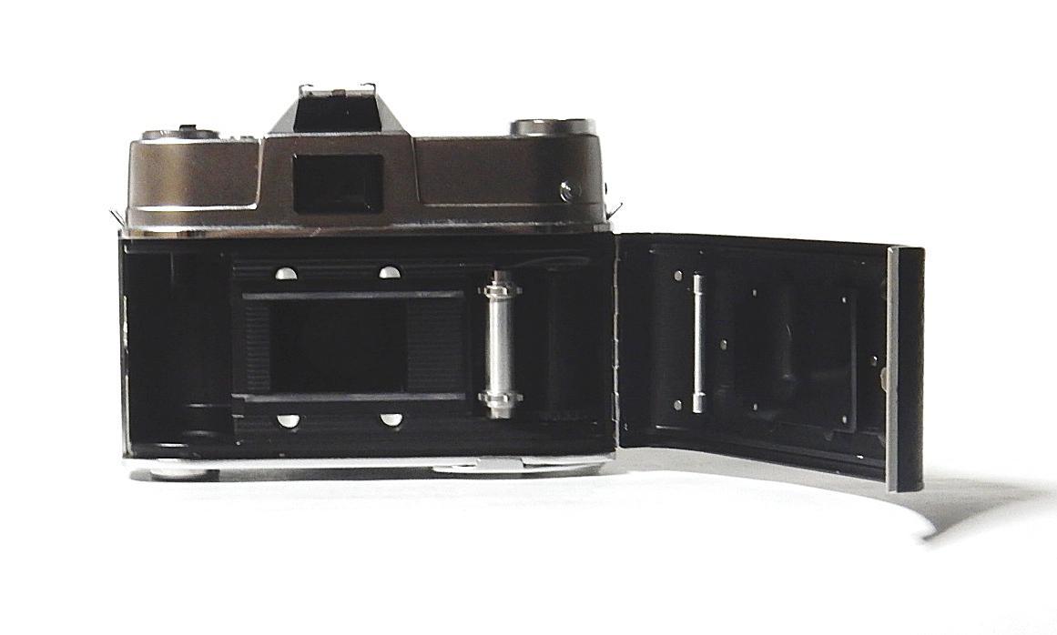コダック レチナレフレックスⅣ KODAK RETINA REFLEX Ⅳ クセノン50mm 1.9、テレクセナ135mm F4 皮ケース付 きれいな動作品  おまけ付き_画像7