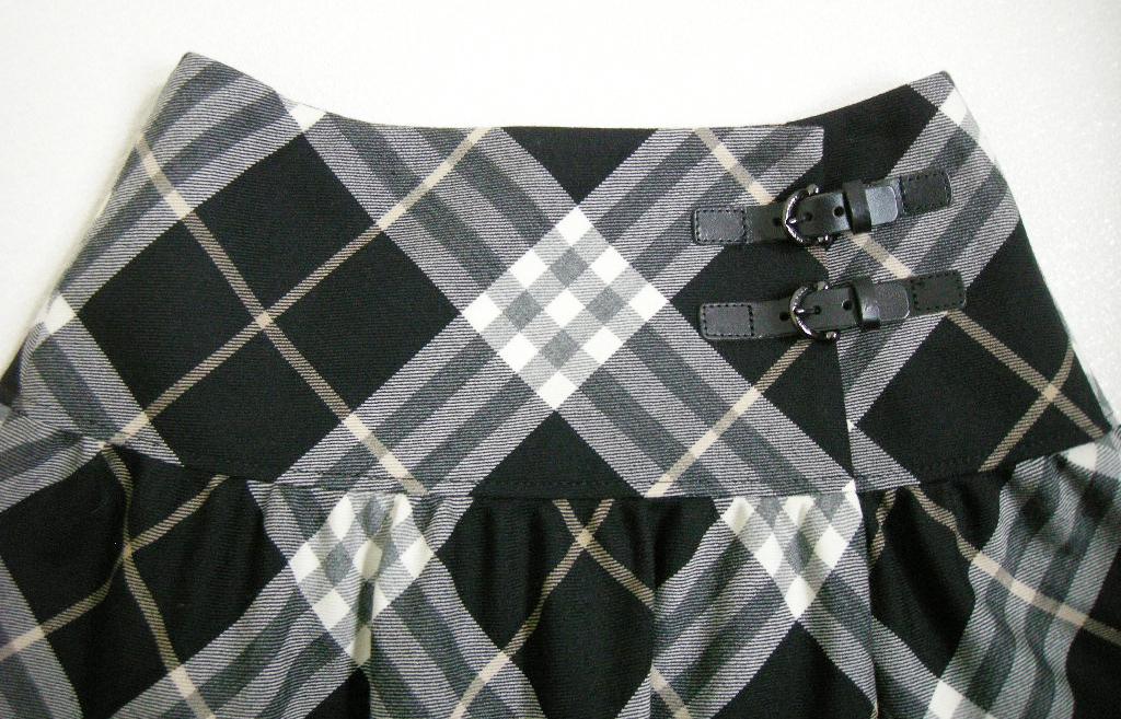 ■BURBERRY BLUE LABEL【バーバリー ブルーレーベル】 白×黒 チェック 巻き スカート 36_画像6