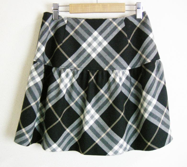 ■BURBERRY BLUE LABEL【バーバリー ブルーレーベル】 白×黒 チェック 巻き スカート 36_画像5