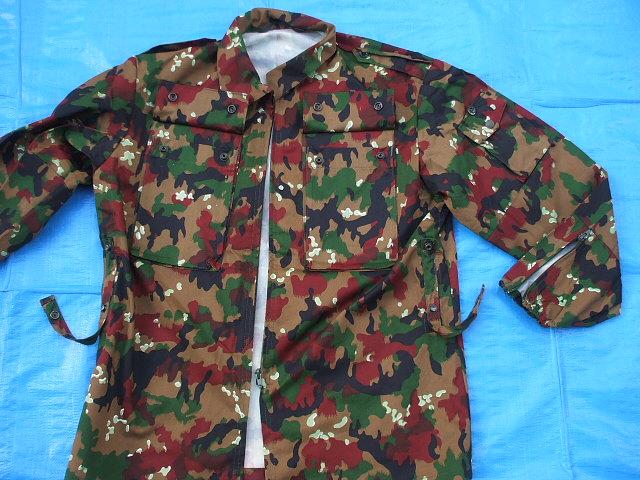 スイス軍M83アルペンカモ(迷彩)フィールドジャケット,1984-85年新品,size52(L寸),(19-7-9-1)_腰の両側にボタン留めベルト用ループ有り