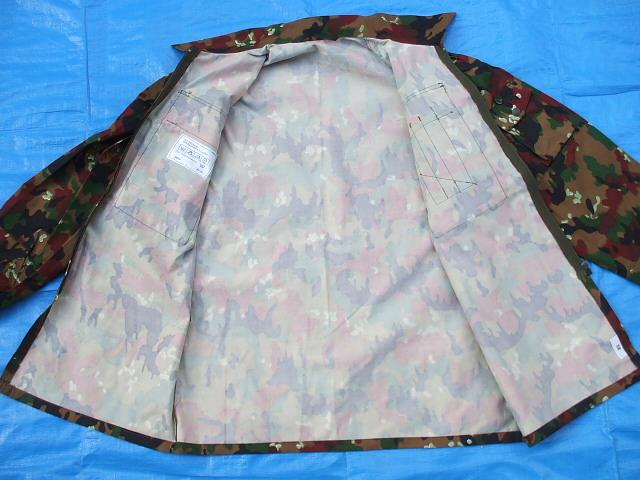 スイス軍M83アルペンカモ(迷彩)フィールドジャケット,1984-85年新品,size52(L寸),(19-7-9-1)_前はプラスチックジッパーで開閉