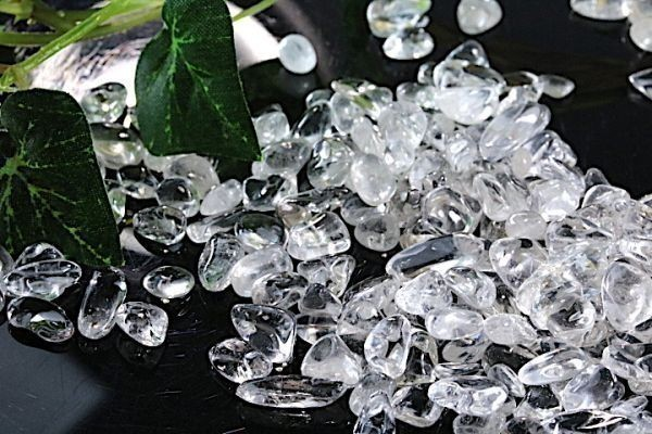 【送料無料】メガ盛り 800g さざれ 小サイズ 上水晶 クオーツ 水晶 パワーストーン 天然石 ブレスレット 浄化用 さざれ石 ※3_画像5
