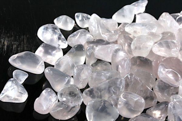 【送料無料】 200g さざれ 大サイズ ミルキー クオーツ 乳白 水晶 パワーストーン 天然石 ブレスレット 浄化用 さざれ石 チップ ※4_画像5