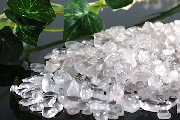【送料無料】 200g さざれ 小サイズ ミルキー クオーツ 乳白 水晶 パワーストーン 天然石 ブレスレット 浄化用 さざれ石 チップ ※4_画像1