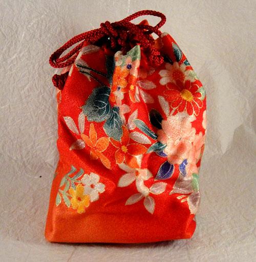 ie_199 和服 着物 和装バッグ きんちゃく袋 巾着 古布 時代物 着物地 手作り ハンドメイド 新品 未使用 花 オレンジ 朱色_画像2