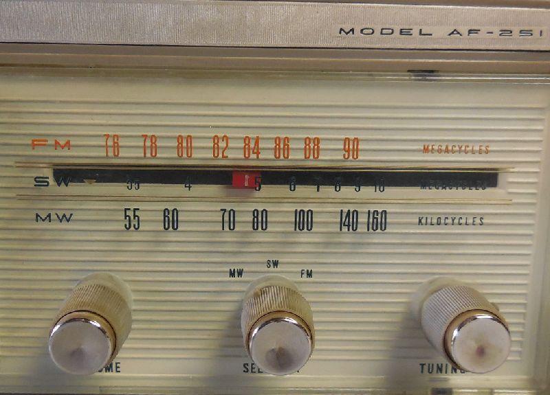 FM SW MW 3バンド小型真空管ラジオ・TRIO・トリオ・AF-251・感度良好_画像2