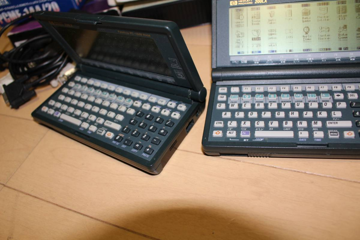 HP 200LX ジャンク2台 (倍速4MB首折れ、標準2MB液晶不良)と関連もの多数_画像6