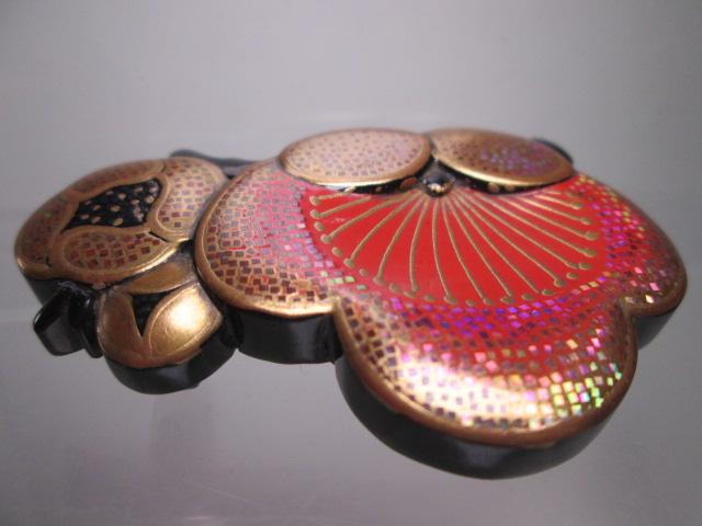 ☆武山作 本鼈甲螺鈿細工金蒔絵の梅の花の帯留め_画像4