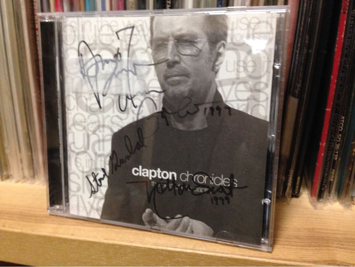 Eric Claptonエリック・クラプトン直筆サイン入りCD『clapton chronicles』ベスト盤 Nathan East, Andy Fairweather Low, Steve Gadd