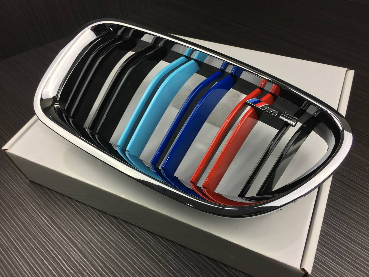 M5エンブレム付き BMW F10 F11 クロームメッキ枠+光沢黒+3色 Mカラー ダブルバー フロントグリル セット 艶あり黒 (5シリーズ 2010-2016)_画像3