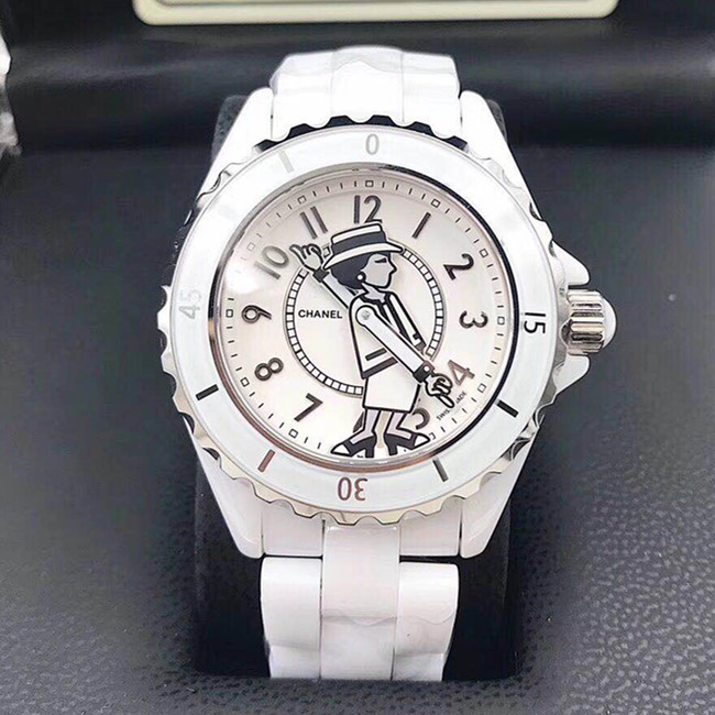 CHANEL J12メンズ 白腕時計 ホワント セラミック