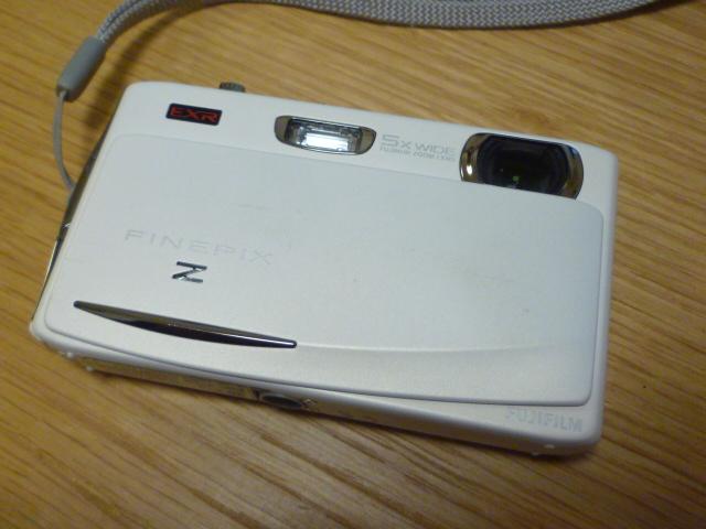 美品 富士フイルム FinePix Z950EXR 1600万画素・光学5倍ズーム