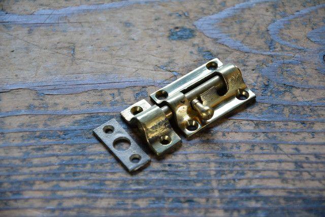 NO.7022 古い真鍮鋳物のラッチ 36mm 検索用語→A50gアンティークビンテージ古道具真鍮金物扉ドア引き戸ケビント_画像1