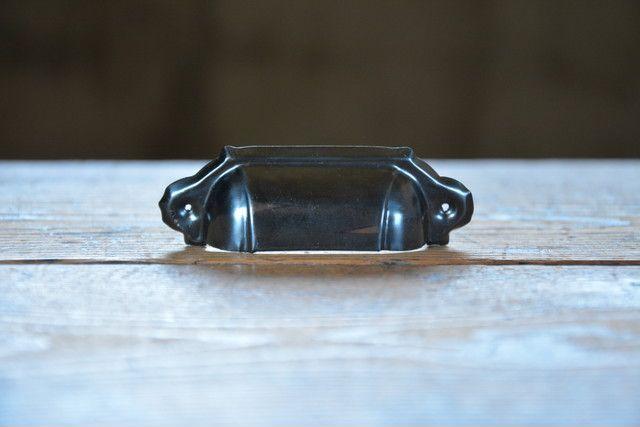 NO.2106 古い鉄のブロンズ甲丸面付取手 86mm 検索用語→A50gアンティークビンテージ古道具金物取っ手把手取手小引き出し本棚_画像1