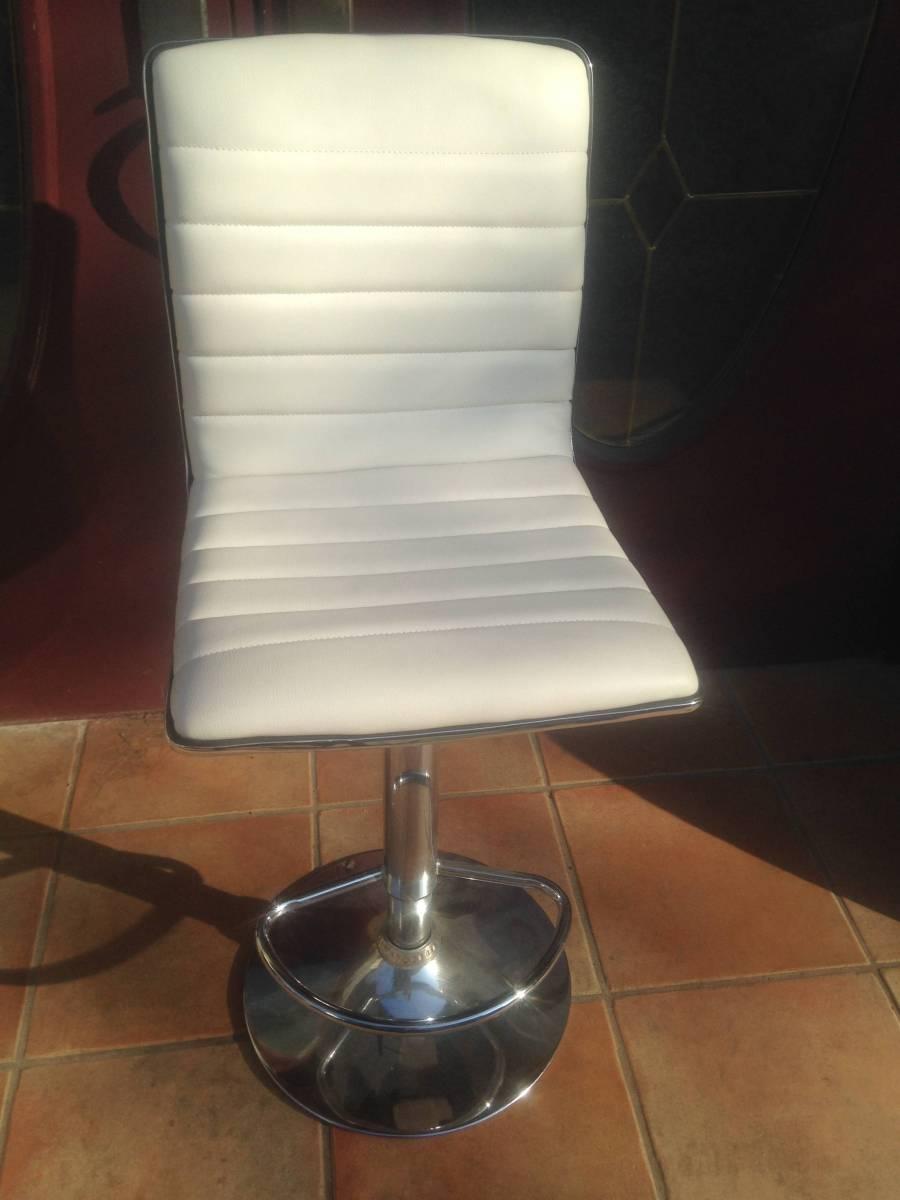 東京秋葉原直接渡し可能☆白色☆ホワイトシルバーカラー☆回転椅子☆いす☆バーカウンターチェア☆モダンで個性的☆デザインチェア☆