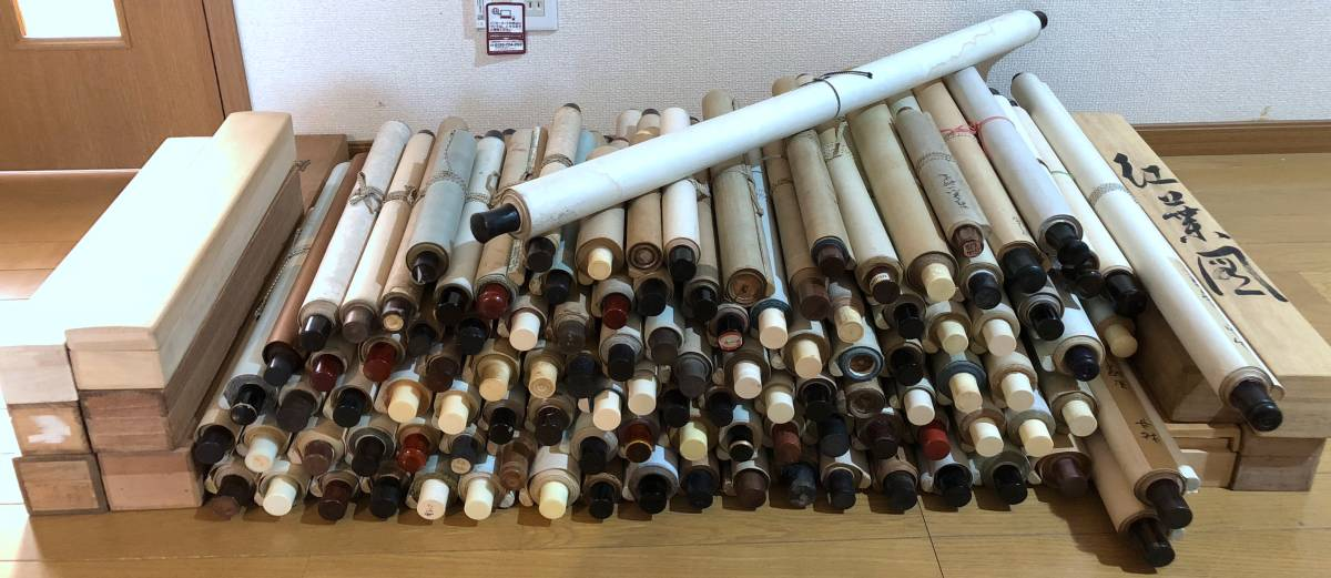 ◆中国 日本 書画◆掛軸まとめて売り 大量 約110本 木箱10個あり 絹本 紙本 いろいろ◆山