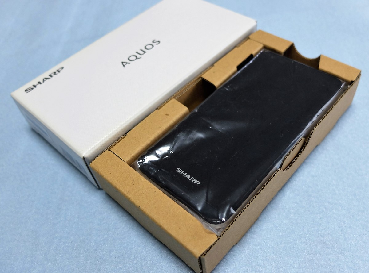 ★送料無料★SIMフリー最強コンパクトスマホ★ SHARP AQUOS Phone SH-M01 白ロム(白色)個人出品です♪
