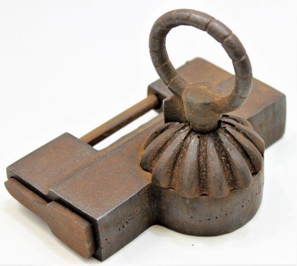 B-290f 錠前 鍵 蔵戸のカギ 鉄製 JAPANESE ANTIQUE IRON LOCK & KEY FOR KURA DOOR 蔵出 古玩_画像4