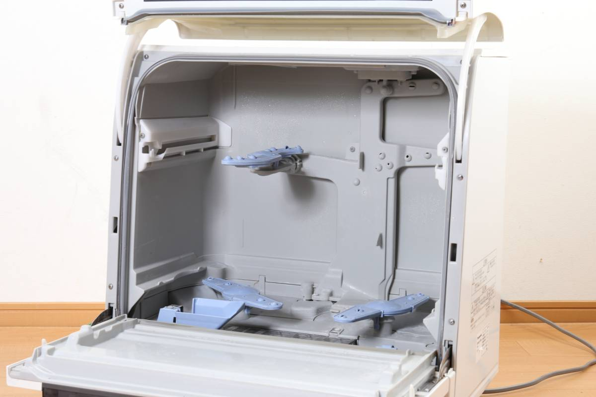 ★【動作品】 Panasonic エコナビ NP-TR5 食器洗い乾燥機 ホワイト 食洗機 排水・給水ホース付 パナソニック (C-859)_画像4
