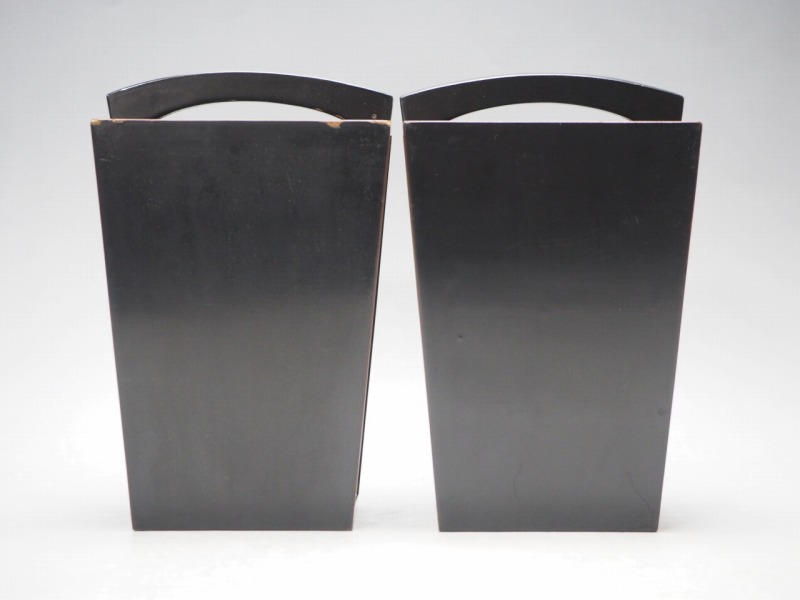 T801438 【 黒塗 桶型 花瓶 2個 セット 時代箱付 】 検) 茶道具 華道具 木製 漆器 花器 花入 花生 手桶 手付 提梁 手提 古玩 a08ⅲ*_画像4