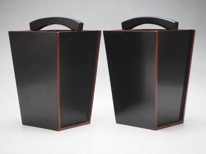 T801438 【 黒塗 桶型 花瓶 2個 セット 時代箱付 】 検) 茶道具 華道具 木製 漆器 花器 花入 花生 手桶 手付 提梁 手提 古玩 a08ⅲ*_画像6