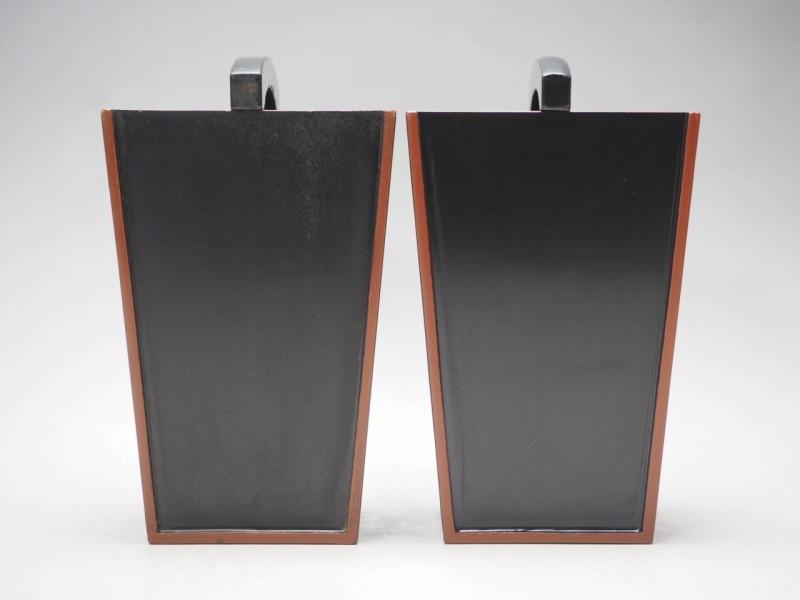 T801438 【 黒塗 桶型 花瓶 2個 セット 時代箱付 】 検) 茶道具 華道具 木製 漆器 花器 花入 花生 手桶 手付 提梁 手提 古玩 a08ⅲ*_画像5