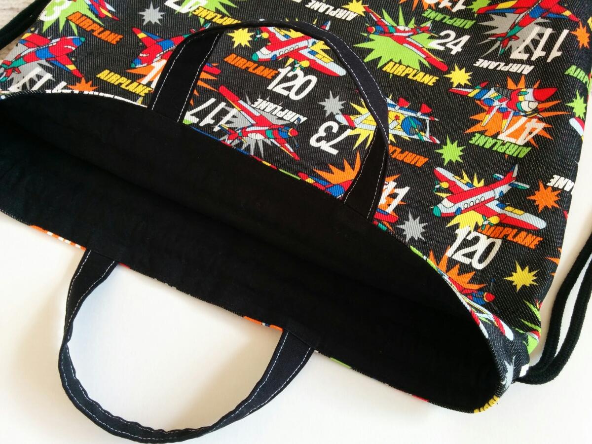 即決♪アメコミ風 カラフル 飛行機 ブラックデニム 黒 大きめ 体操着袋 ナップサック お着替え袋 体操服袋*ハンドメイド*男の子 持ち手付_画像3