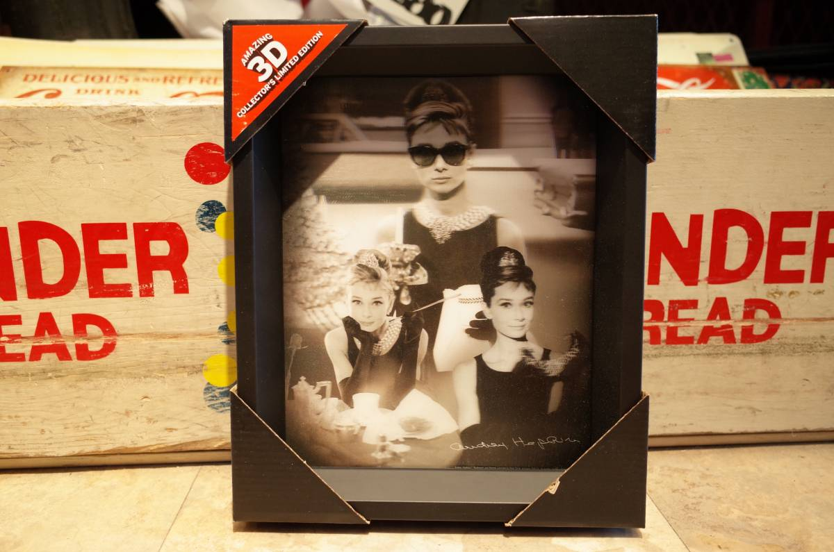 日本未入荷 オードリーヘップバーン Audrey Hepburn オフィシャル 新品 ポスター 額装 ハリウッドスター ムービー 3D アメリカ 看板