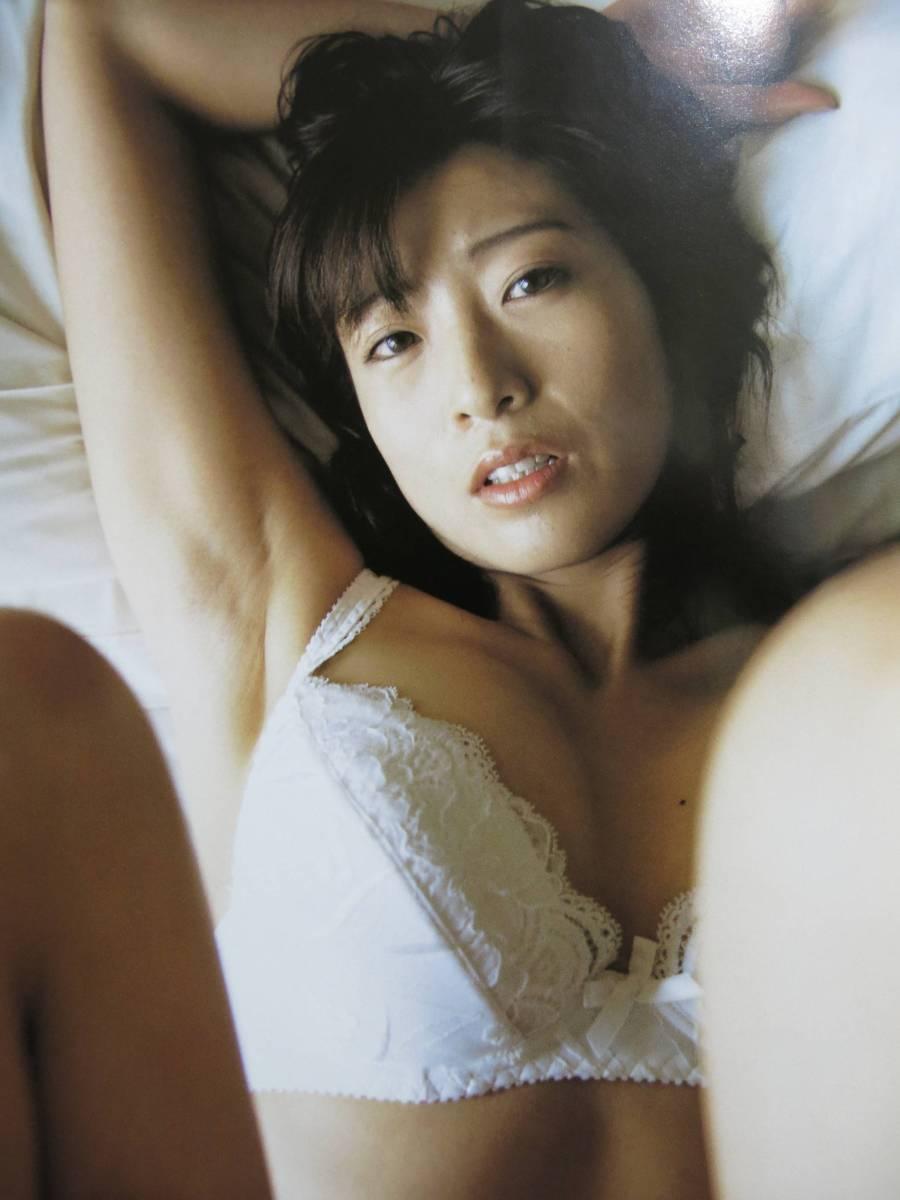 中島史恵さんのインナー姿