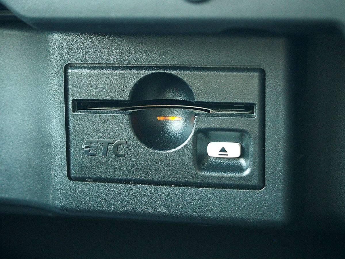 車検32年2月 17年 エルグランド 4WD 両側オートスライド ナビTV DVD再生 後席モニター リア&サイドカメラ ETC インテリキー HID 修復歴なし_画像6