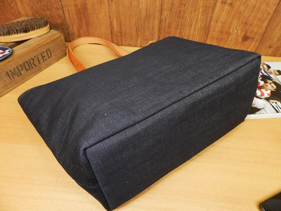 【受注生産・送料無料】ハンドメイド!岡山デニム×イカリのトートバッグ!ヌメ革持ち手キャメル日本製レディース/インディゴ /レザー_しっかり底板入りです。