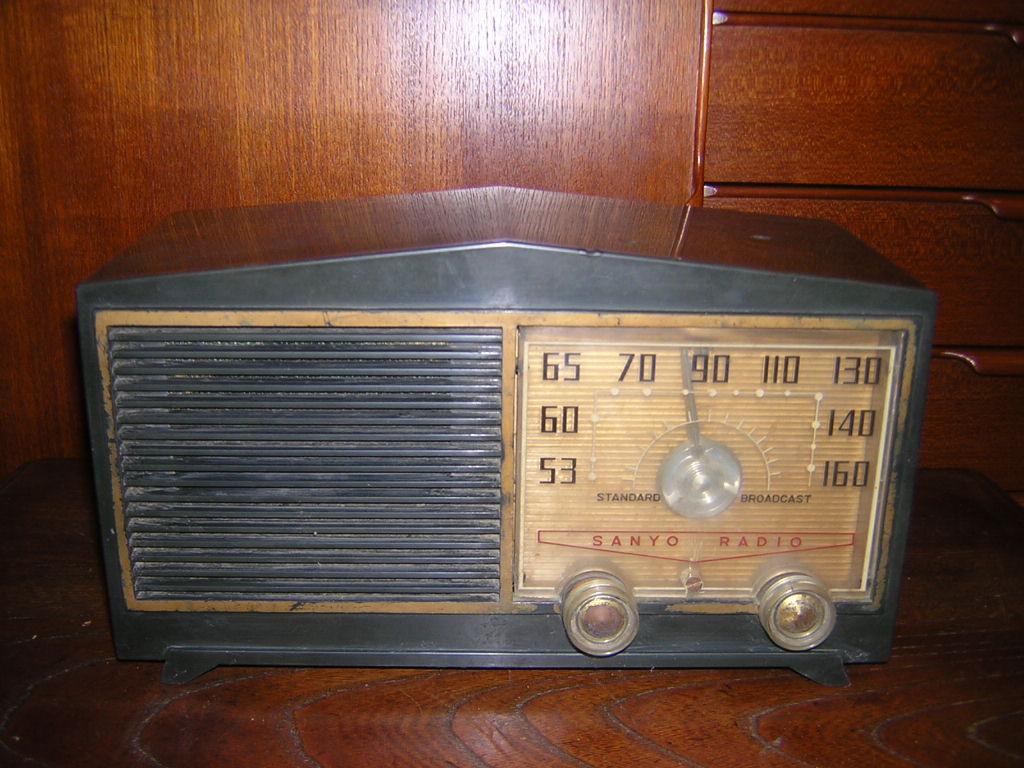 サンヨー 真空管ラジオ SS-58 箱付き 現状ジャンク品扱い レトロ _画像2