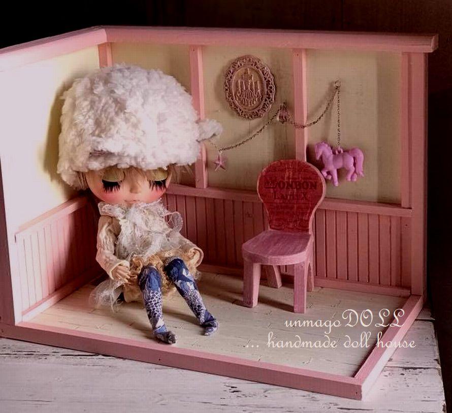 unmagoDOLL 狭いスペースにちょこっと♪小さなドールハウス ピンク乙女 ガーリー メルヘン 木馬 プチ オビツ ブライス アンティーク風