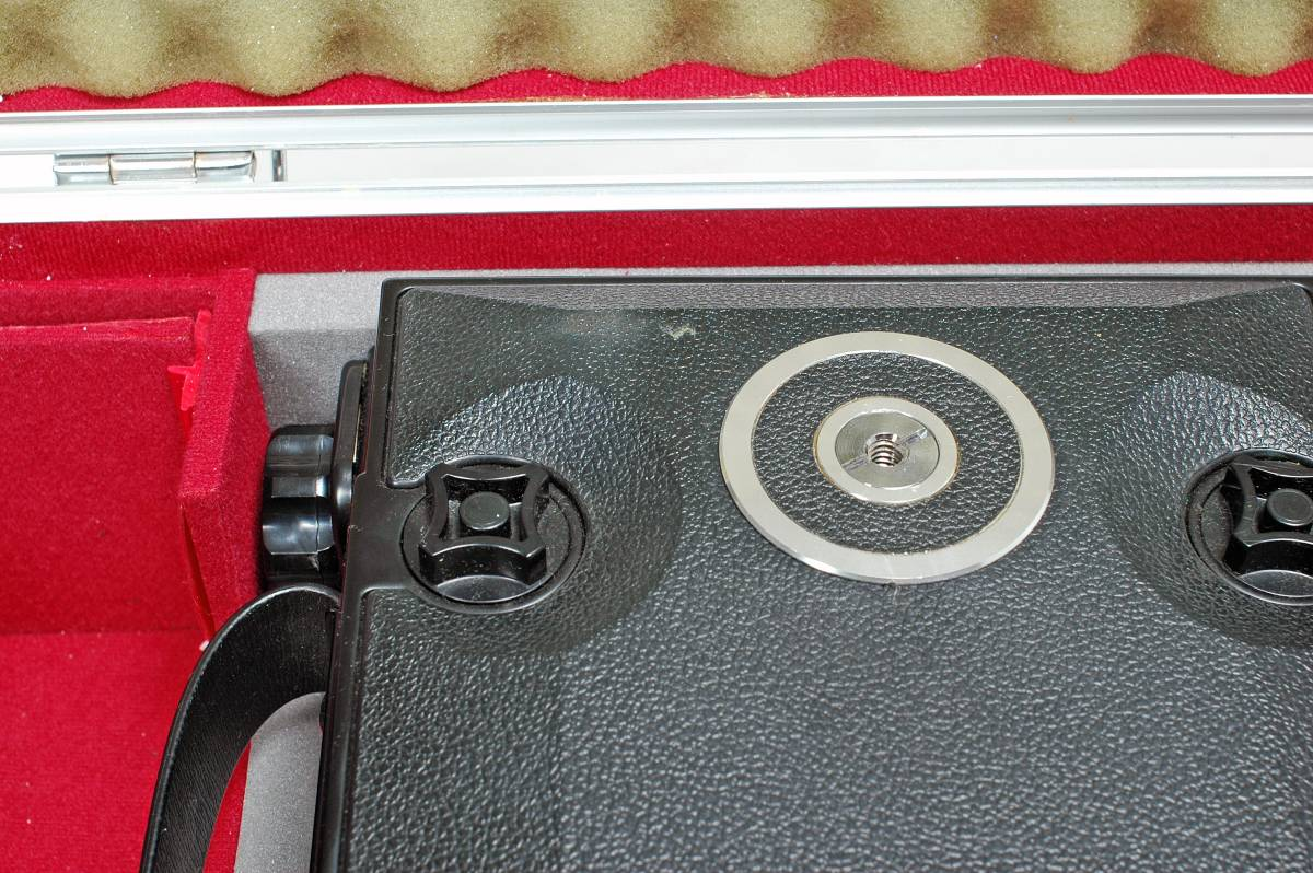 Delivery Free] TOYO FIELD 4 x 5 Toyofield 45 + Manufacturer Genuine Aluminum Case + Linhof Board Base トヨフィールド45 _中央部分に粘着材?の汚れあり