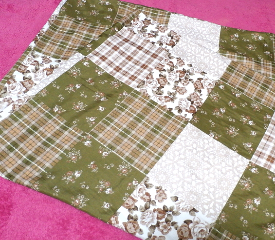 深緑と茶色と白の花柄チェックタイル風枕カバーシーツ/アイテム/Items_画像1