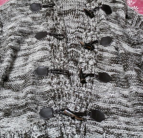 フード付き灰色白黒シマシマ貝殻ボタン手編み状ロングカーディガン/羽織 Hooded gray monochrome seashell button hand knit long cardigan_画像4